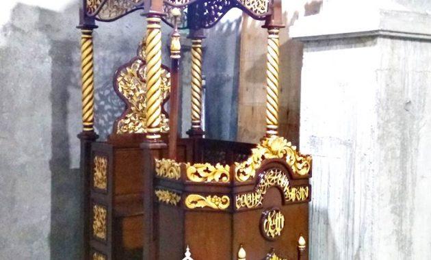 Podium Mimbar Ornamen Ukiran Masjid Agung Rokan Hilir